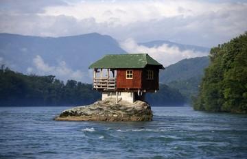 Τα δέκα πιο παράδοξα σπίτια σε όλο τον κόσμο