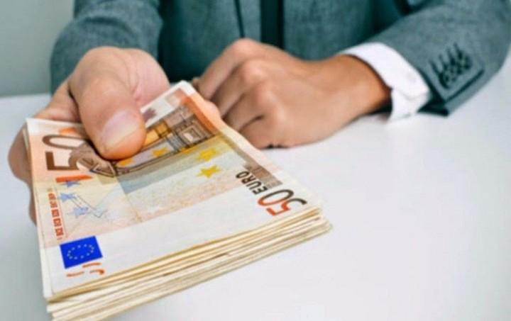 DW: Υποχρεωτική κατάργηση των… μετρητών;