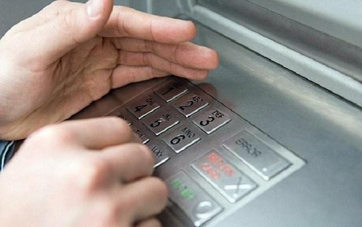 Μπαίνει - βγαίνει ο φόρος επί των τραπεζικών συναλλαγών (update)