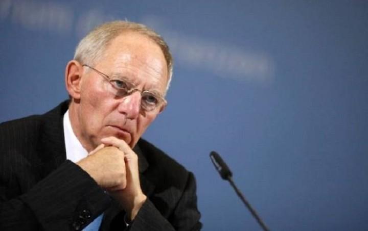Χαμηλώνει τις προσδοκίες για συμφωνία ο Β. Σόιμπλε