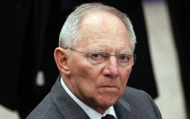 Σόιμπλε: Δεν είναι εφικτή η παραμονή της Ελλάδας στο ευρώ χωρίς πρόγραμμα