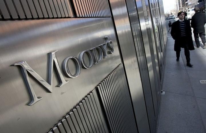Moody's: Μία έξοδος της Ελλάδας από την Ευρωζώνη ενέχει κινδύνους μετάδοσης