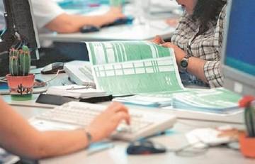 Αλαλούμ με τις φορολογικές δηλώσεις - Το ΥΠΟΙΚ αποκλείει την παράταση