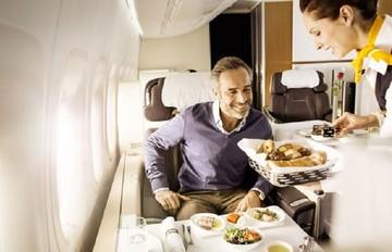 Αυτός είναι ο λόγος που το φαγητό στο αεροπλάνο δεν είναι νόστιμο