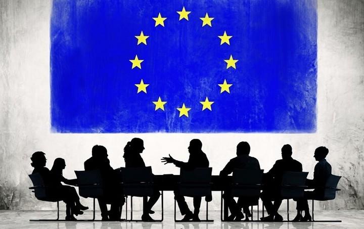 Economist: Πιθανότερο σενάριο η επίτευξη συμφωνίας Ελλάδας - δανειστών