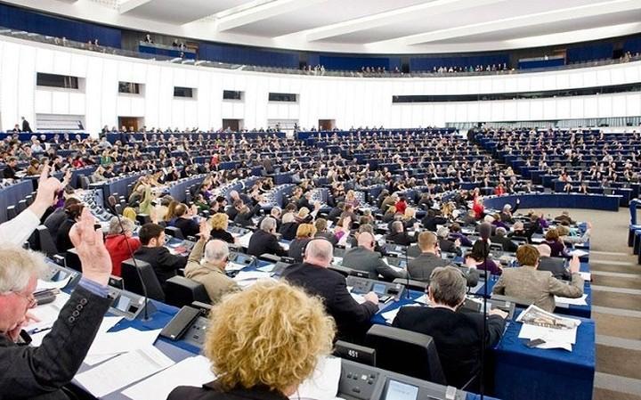 Συμπαράσταση στον ΣΥΡΙΖΑ εκφράζουν Ευρωπαίοι βουλευτές
