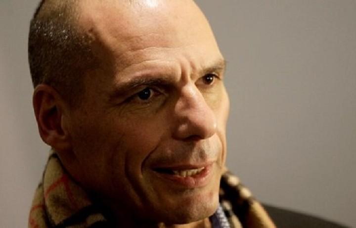 Ο Βαρουφάκης καλεί τη Μέρκελ να έρθει στην Ελλάδα και να εκφωνήσει «Ομιλία Ελπίδας»