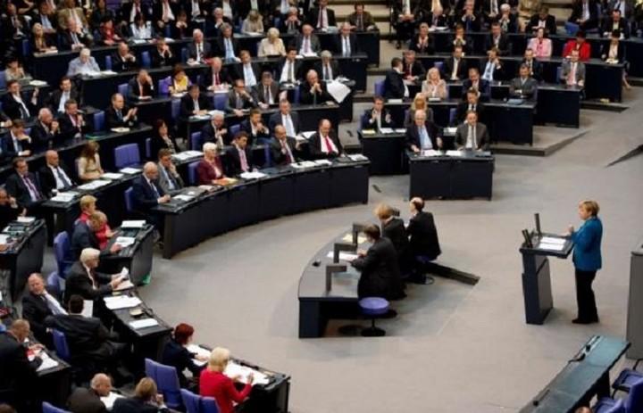 Το κόμμα της Μέρκελ αντιστέκεται και ζητά να τελειώνει το πείραμα με την Ελλάδα
