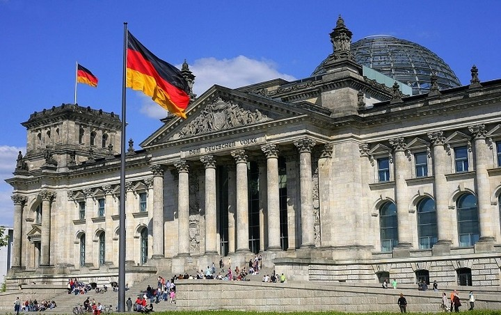 Βερολίνο: Η Γερμανία θα αποδεχτεί μόνο μια πρόταση των τριών θεσμών