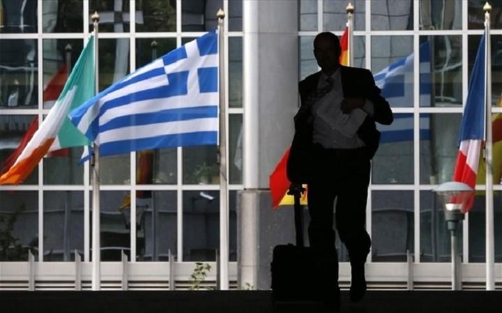 Διαψεύδει η κυβέρνηση την άφιξη του Brussels Group