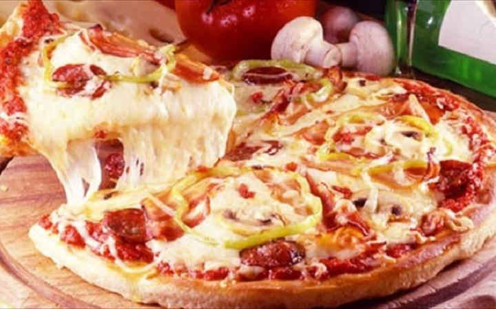 Πίτσα και hotdog εις σαρκαν μιαν - Το νέο junk food για αναποφάσιστους (BINTEO)