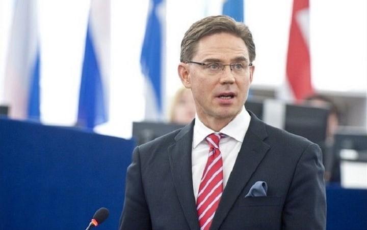 Κατάινεν στη Der Standard: Ο Γιούνκερ κάνει τα πάντα αλλά η Ελλάδα δεν συνεργάζεται
