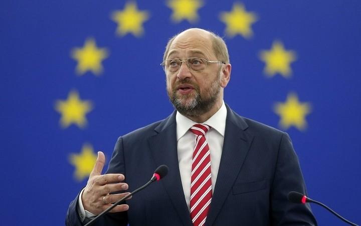 Σουλτς: Ο Τσίπρας να πιάσει το χέρι που του απλώνει η Ευρώπη