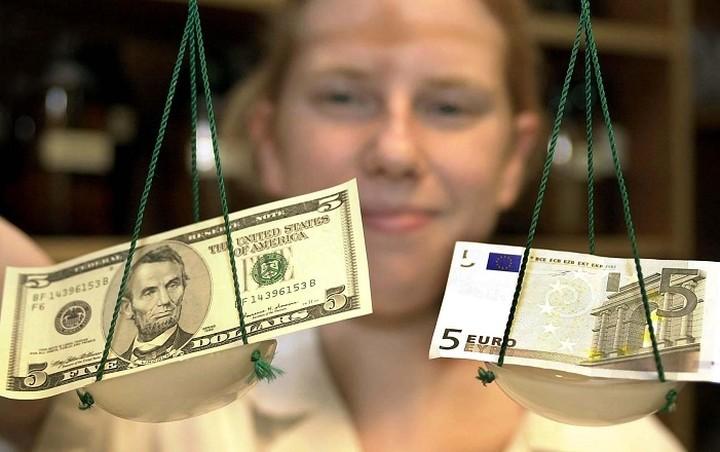 Συνάλλαγμα: Στα 1,1205 δολάρια το ευρώ