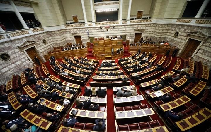 «Πέρασε» το νομοσχέδιο για το μίνι-φορολογικό