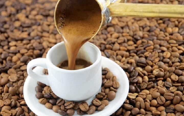 Το μαγαζί που ψήνει ελληνικό καφέ και διαβάζει το… φλιτζάνι – Πώς να ανοίξεις το δικό σου