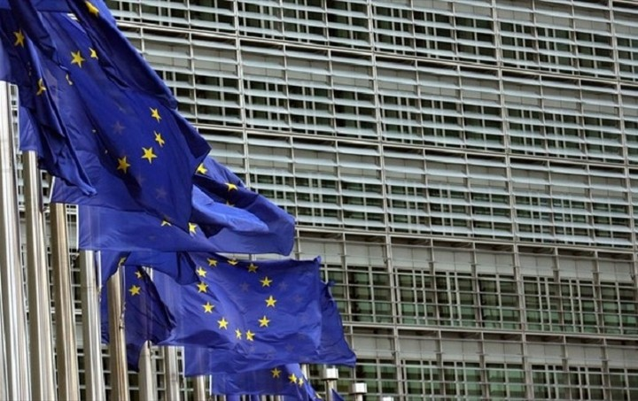Κομισιόν: Θα παραμείνουν σε επικοινωνία Γιούνκερ - Τσίπρας