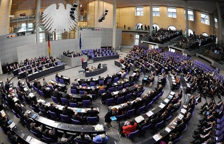 Die Welt: Το γερμανικό ΥΠΟΙΚ έστειλε επιστολή προς την Μπούντεσταγκ για το ελληνικό πρόγραμμα
