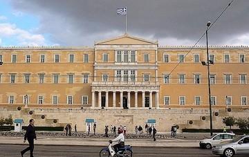 Μέτρα σοκ οκτώ δισεκατομμυρίων ευρώ μέσα στο επόμενο 18μηνο - Η επιστολή του Τσίπρα που «συνοδεύει» τα νέα μέτρα