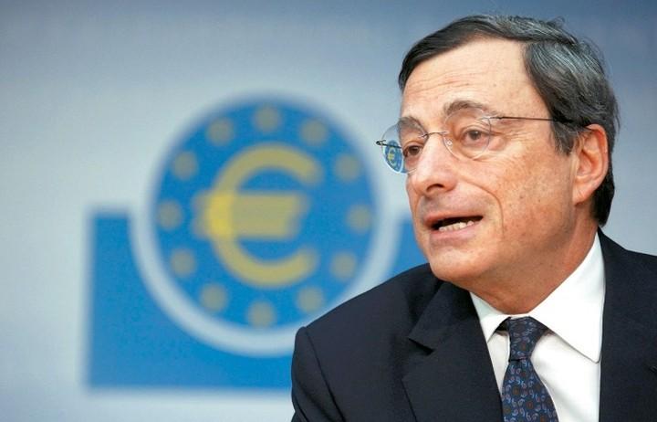 Ντράγκι σε Τσίπρα: Όσο η Ελλάδα βρίσκεται σε πρόγραμμα το τραπεζικό της σύστημα θα είναι υπό προστασία.