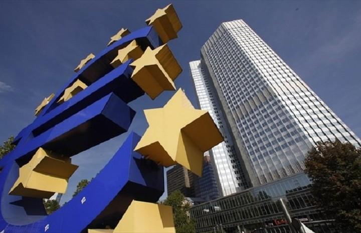 FT: Η ΕΚΤ κρατάει το «χαλινάρι» στην κόντρα με Ελλάδα