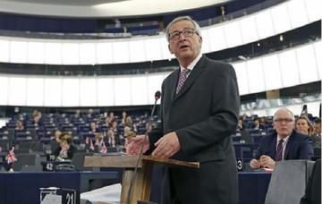 Ο Γιούνκερ ενημερώνει την Ευρωβουλή σχετικά με το ελληνικό ζήτημα