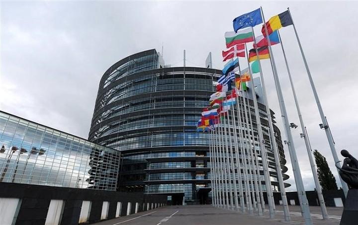 Πράσινοι στο Ευρωκοινοβούλιο: Η συμφωνία πρέπει να περιλαμβάνει την αναδιάρθρωση του χρέους