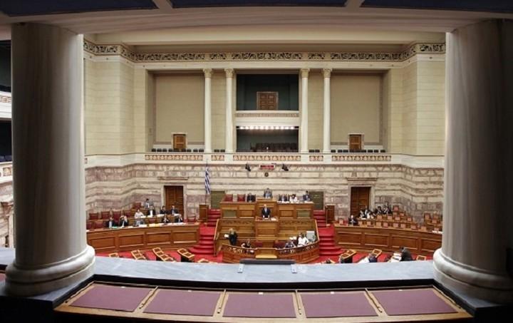 Με 172 «ναι» εγκρίθηκε το νομοσχέδιο για την ιθαγένεια