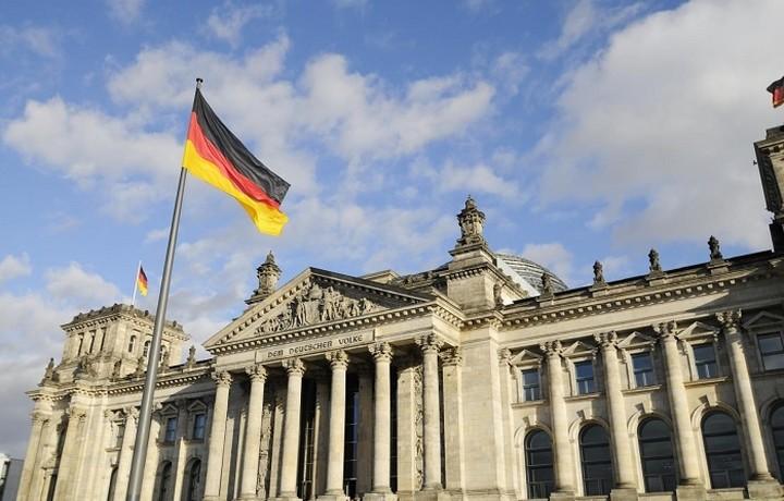 Γερμανικό ΥΠΟΙΚ:  Στόχος μας είναι να κρατήσουμε την Ελλάδα στο ευρώ