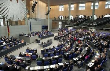 Η αντιπολίτευση στην Γερμανία ζητεί από την Μέρκελ να παρέμβει για να παραμείνει η Ελλάδα στο ευρώ