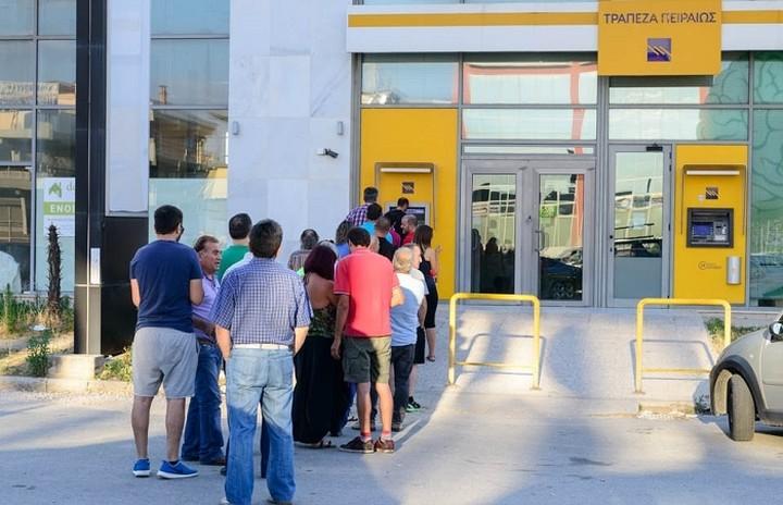 Οι Έλληνες κάνουν... χιούμορ για τις ουρές στα ATMs - Τα 16 καλύτερα tweets