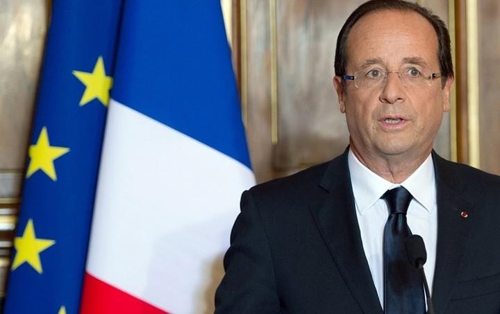 Ολάντ: Το δημοψήφισμα είναι επιλογή ανάμεσα σε ευρώ ή πιθανή εξόδο