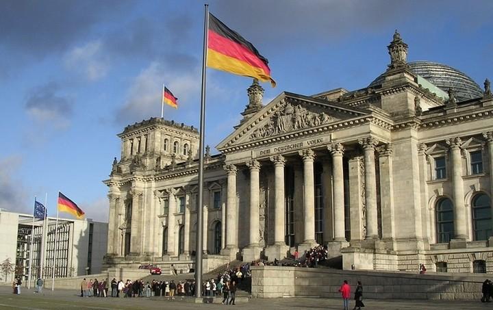 DW: Μαραθώνιος επαφών και διαβουλεύσεων στο Βερολίνο