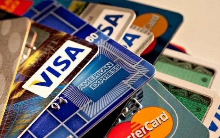 ΥΠΟΙΚ: Διευκρινίσεις για πληρωμές με πιστωτικές και χρεωστικές κάρτες