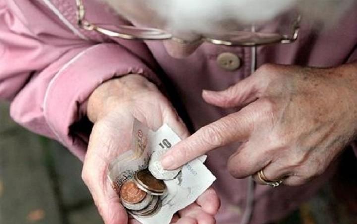 """Απόφαση """"σοκ"""" για τους συνταξιούχους - Κατεβάζουν κι άλλο το όριο"""