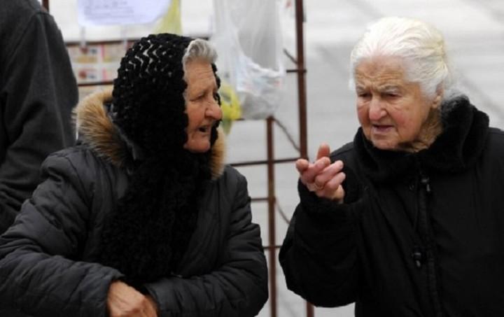 Οι γιαγιάδες, το δημοψήφισμα και η εικόνα που έγινε viral