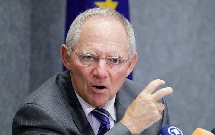 Σόιμπλε: Η Ελλάδα θα παραμείνει προς το παρόν στο ευρώ ακόμα και με «όχι»