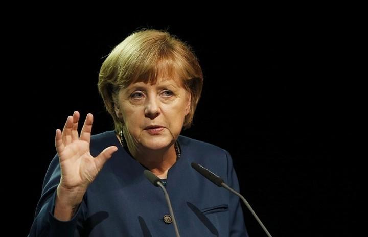 Μέρκελ:«Η Γερμανία δεν μπορεί να συζητήσει πάνω στη νέα πρόταση πριν από το δημοψήφισμα»