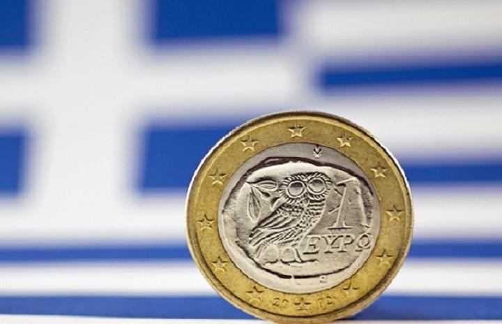 Bloomberg: Η Ελλάδα θα παραμείνει στο ευρώ εκτιμούν οικονομολόγοι