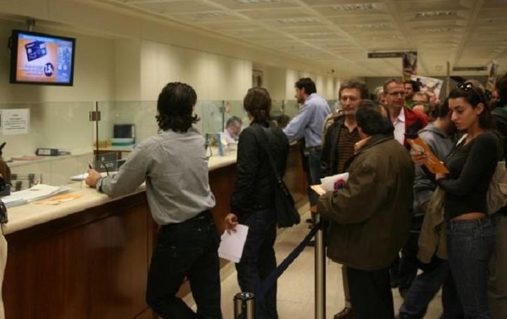 Συνταξιούχους με αρχικό επωνύμου από Α μέχρι Ι εξυπηρετούν σήμερα οι τράπεζες