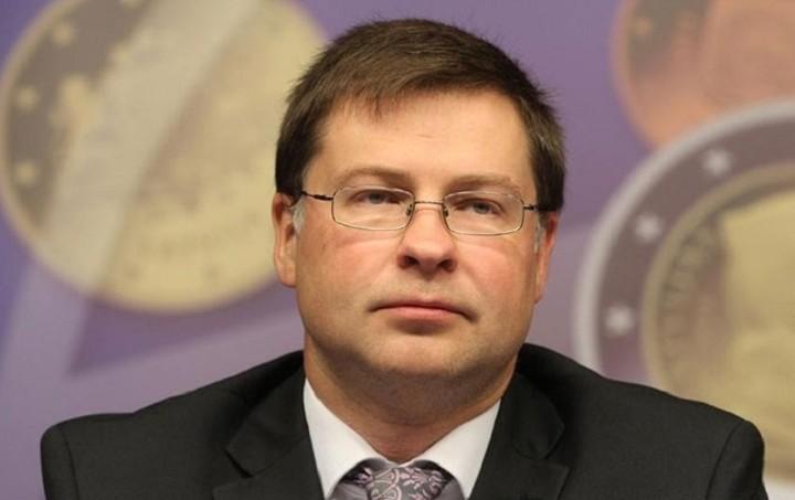 Ντομπρόβσκις: Η ερώτηση του δημοψηφίσματος δεν είναι νομικά σωστή