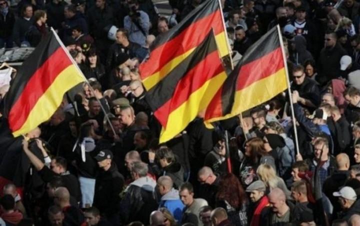 Έξι στους δέκα Γερμανούς λένε ναι στη διεξαγωγή δημοψηφίσματος