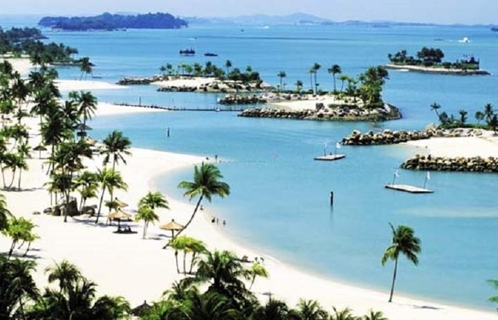 Το παραδεισένιο νησί με τις τεχνητές παραλίες
