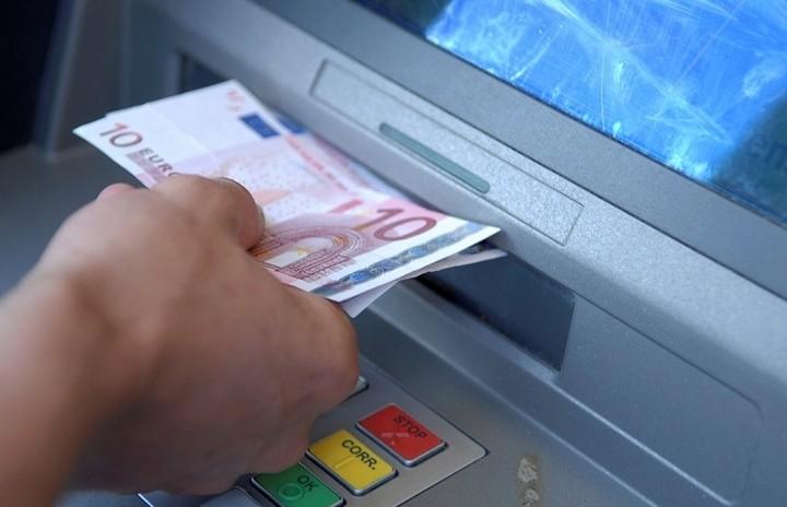 Στο 1 δισ. ευρώ ανέρχεται η ρευστότητα στο ελληνικό τραπεζικό σύστημα μέχρι τη Δευτέρα