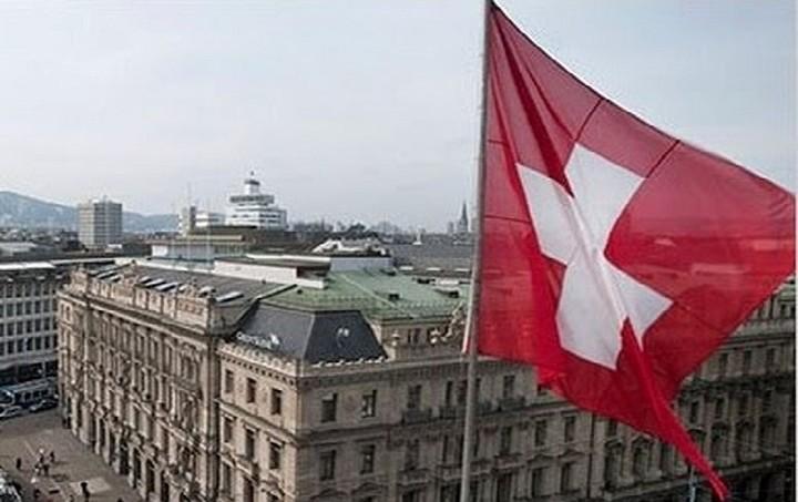 Ελβετική εφημερίδα: Η Ελλάδα επιδιώκει συμφωνία με την Ελβετία για τις καταθέσεις Ελλήνων