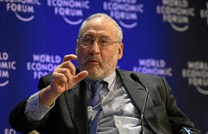 Στίγκλιτς: Η Ευρώπη πρέπει να αναγνωρίσει τα λάθη της και να δώσει λύση στο ελληνικό αδιέξοδο