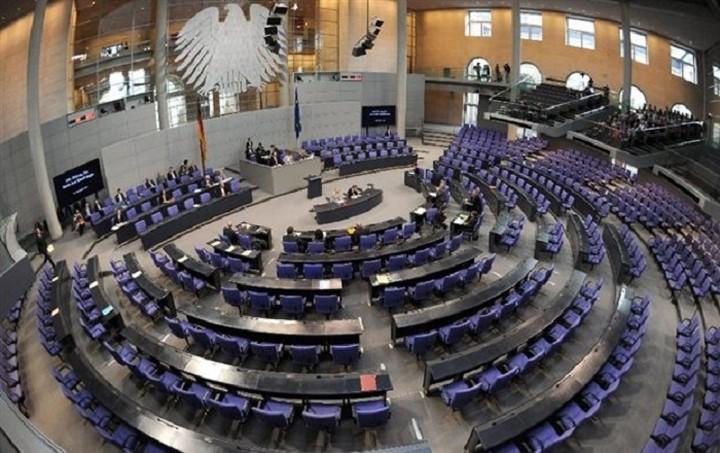 Υπογραφές 100 βουλευτών της Μέρκελ κατά της Ελλάδας