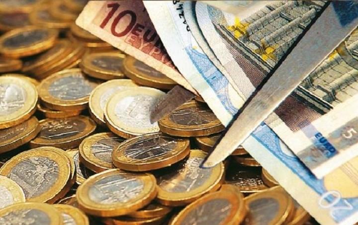 Κούρεμα ή αναδιάρθρωση του χρέους; To Spiegel εξετάζει τα δύο σενάρια
