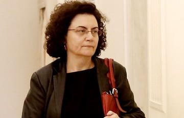 Παραιτείται η Βαλαβάνη από υπουργός