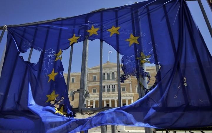 "Le Monde: ""Τιμωρητικό, ασταθές και ριψοκίνδυνο"" το νέο ελληνικό πρόγραμμα"